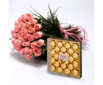 Roses With Chocolates - Pink Roses Bouquet with Ferrero Chocolates box